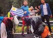 Đi bộ gần 2.000 km đến Brazil để cổ vũ World Cup