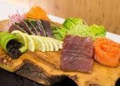 Bị sán dài 1,7 m ký sinh vì khoái ăn sushi
