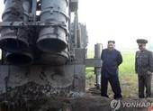 Vừa nói chuyện đàm phán, Triều Tiên phóng vật thể nghi tên lửa