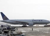 Máy bay chở 168 người hạ cánh khẩn vì động cơ bốc lửa