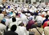 Hàng ngàn người kéo về Indonesia dự lễ hành hương