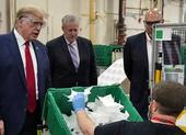 Ông Trump không đeo khẩu trang khi đi thăm nhà máy khẩu trang