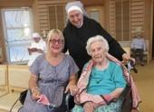 Cụ bà 107 tuổi chia sẻ bí quyết chiến thắng COVID-19