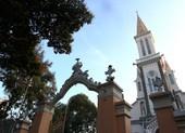 Nhà thờ, chùa vắng tín đồ và những lời cầu nguyện riêng tư