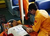 Xuyên đêm cứu thuyền viên người nước ngoài ở Hoàng Sa