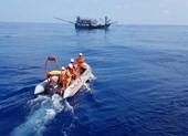 Cứu 1 thuyền trưởng bất tỉnh do mất máu ở vùng biển Hoàng Sa