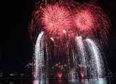Cực đỉnh pháo hoa Bỉ - Brazil 'so găng' trên sông Hàn