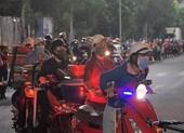 Ngư dân Đà Nẵng xếp hàng 'xuyên đêm' chờ lấy mẫu xét nghiệm