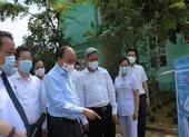 Chủ tịch nước Nguyễn Xuân Phúc kiểm tra tại BV Phổi Đà Nẵng