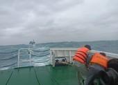 Cứu kịp 3 ngư dân trôi dạt trên biển