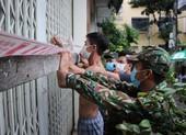 Các phường ở Đà Nẵng kiểm tra từng nhà trong 'vùng đỏ' để hỗ trợ chống bão số 5