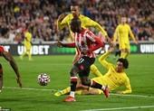 Liverpool chật vật chia điểm Brentford trong cơn mưa bàn thắng