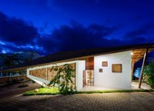Nhà mái Thái độc đáo với thiết kế vườn trong nhà