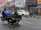 TP.HCM bất ngờ đón cơn mưa lớn giữa trưa
