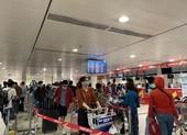 Cận tết, sân bay Tân Sơn Nhất đông nghịt khách
