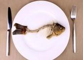 Hóc xương cá bị nhiễm trùng xém thiệt mạng