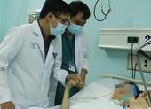 BS Chợ Rẫy về Đồng Nai hỗ trợ bệnh nhân ngộ độc pate chay