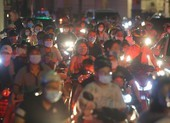 Người dân Hà Nội ùn ùn ra đường đêm trung thu, như chưa hề có COVID-19