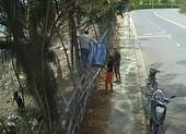 Nhóm thanh niên leo rào trộm giữa ban ngày