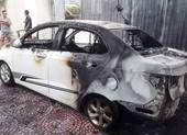 Ô tô cháy rụi nghi do đốt vàng mã gây ra