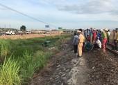 Tàu hoả đâm taxi làm 5 người thương vong tại Quảng Ngãi