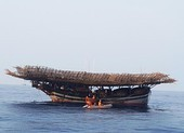 9 người bám phao sống sót khi tàu chìm ở vùng biển Hoàng Sa