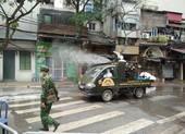 Quân đội phun khử trùng tại nơi có ca nhiễm COVID-19 thứ 17