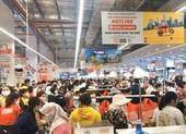 Quảng Ngãi: Biển người chen chúc trong siêu thị