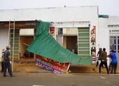 Gia Lai: Hơn chục căn nhà bị lốc làm tốc mái