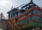 Mũi tàu cá bị tàu Trung Quốc đâm chìm vẫn hướng ra biển Đông