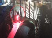 Ba người đột nhập nhà dân, trộm 2 xe máy ở quận 12