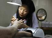 Thợ nail Việt ở Mỹ lo hóa chất độc hại