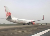 1 máy bay nổ lốp ở sân bay Nội Bài