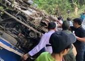 Xe chở 39 khách lao xuống vực, ít nhất 5 người chết