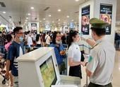 'Giải cứu' tạm thời ùn tắc tại sân bay Tân Sơn Nhất