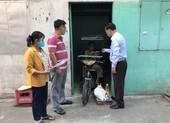 UBND phường hỗ trợ người bán vé số trong dịch COVID-19