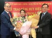 Phó Bí thư TP.HCM Võ Thị Dung nhận huy hiệu 40 năm tuổi Đảng