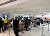 Hơn 340 công dân Việt Nam về nước tại sân bay Tân Sơn Nhất