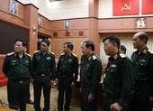 Bộ trưởng Bộ Quốc phòng nghe báo cáo về tìm kiếm đoàn 337
