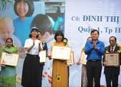 Cô giáo về hưu dạy trẻ ung bướu nhận giải tình nguyện quốc gia