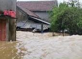 Quảng Bình: Nước chấm mái nhà, di chuyển dân ra trụ sở UBND xã