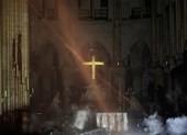 Những gì còn lại sau khi ngọn lửa bao trùm Nhà thờ Đức Bà