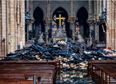 Hình ảnh nhà thờ hư hại nặng, ông Macron hứa sửa trong 5 năm