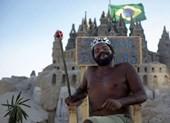 Người đàn ông 22 năm sống trong... lâu đài cát