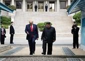 'Ngày huyền thoại đi vào lịch sử' của ông Trump và ông Kim