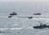 5 xuồng vũ trang Iran vây ráp tàu dầu Anh ở eo biển Hormuz