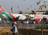 Hành khách rơi khỏi máy bay xuống một nhà dân tử vong ở Anh
