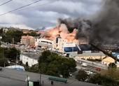 Cháy dữ dội ở trung tâm mua sắm lớn của Nga