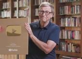Bill Gates nhận được nút vàng YouTube sau 7 năm làm video