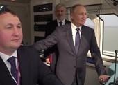 Ông Putin là người đầu tiên đi qua cầu đường sắt Nga-Crimea